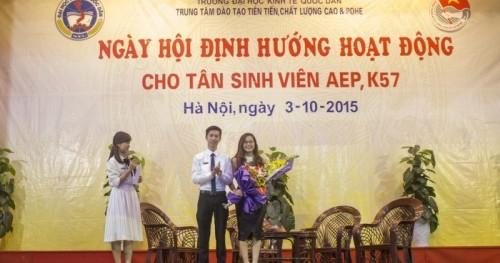 Ms Hoa chia sẻ tại ngày hội định hướng sinh viên ĐH Kinh tế quốc dân