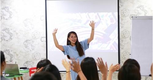 """[DÂN TRÍ] Phương pháp """"Phản xạ truyền cảm hứng"""" làm nên thành công của Ms Hoa Giao Tiếp"""