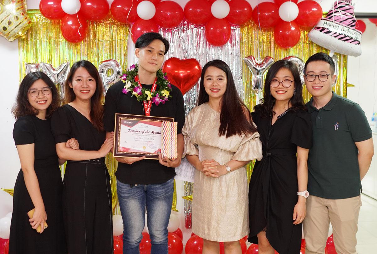 LỄ TRAO GIẢI TEACHER OF THE MONTH THÁNG 5/ 2020